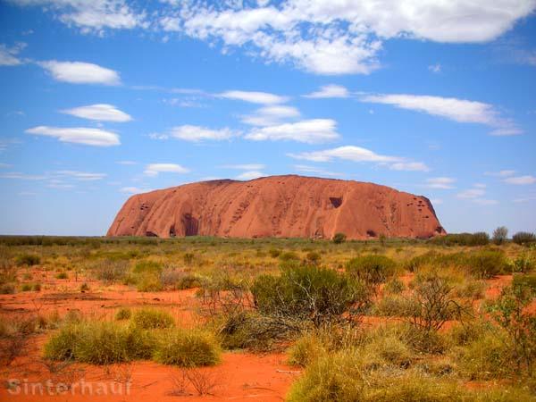Der Uluru bei Tage.