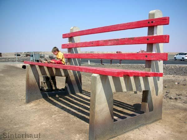 Ruhebank für Riesen am Aussichtspunkt über Broken Hill.