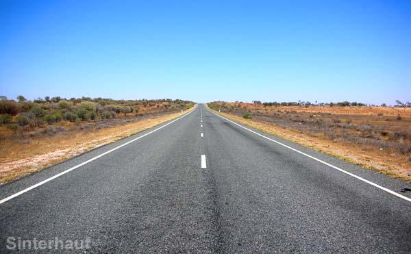 Straße in die Unendlichkeit.