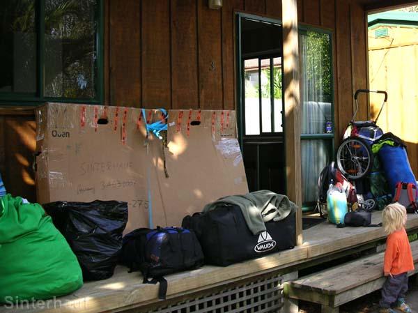 Berge an Gepäck - und wer trägt´s? Die Eltern!
