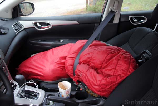 Wer nicht aufstehen will, muss gegebenenfalls mit Schlafsack eingepackt werden.