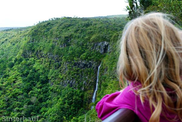 Aussichtspunkt mit Wasserfall im Nationalpark