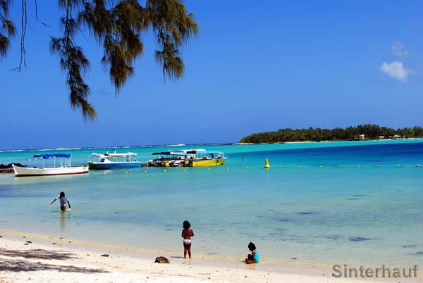 Blue Bay mit der vorgelagerten Insel Ile des deux Cocos