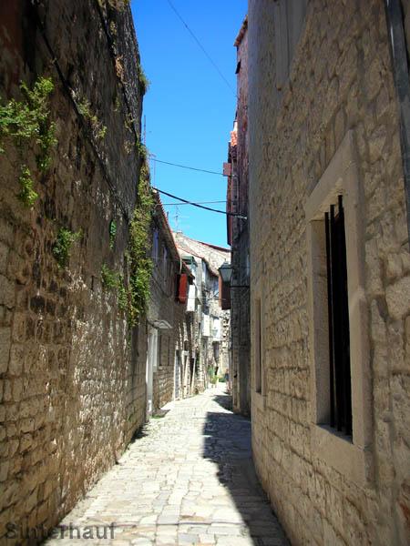 Verwinkelte Gassen in der Altstadt von Trogir