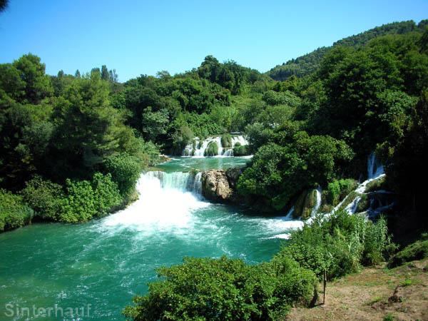 Einer der vielen Wasserfälle in Krka
