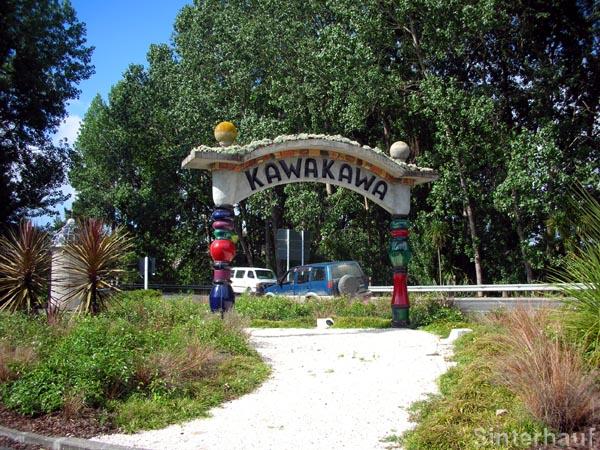 Unverkennbarer Hundertwasserstil in Kawakawa