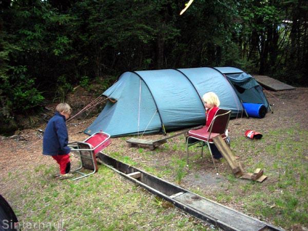 Spielen auf dem Campingplatz