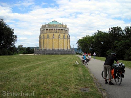 Mit dem Fahrrad zur Befreiungshalle