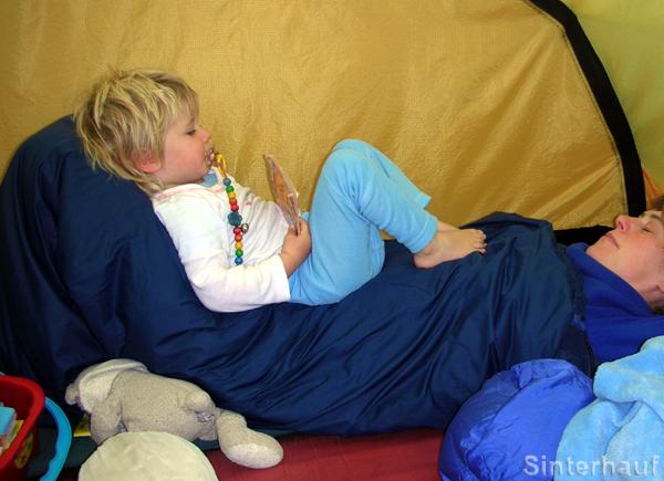 Gemeinsame Ruhestunden im Zelt sind für alle entspannend