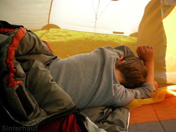 Schlafen im Zelt will gelernt sein bzw. gelernt werden.