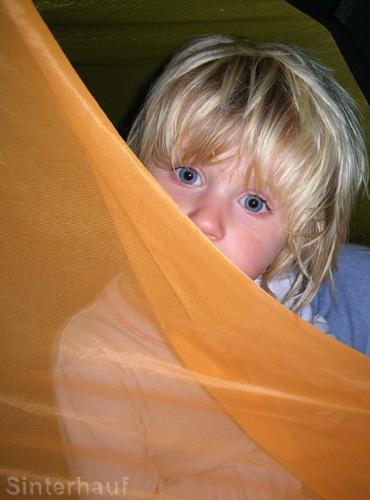 Das Zelt ist nicht nur Ruhe- und Schlafraum, sondern auch ein Kinderzimmer