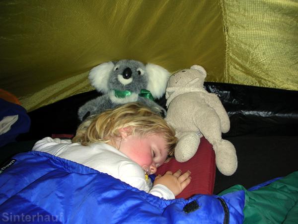 Kinder schlafen auch im Zelt gut