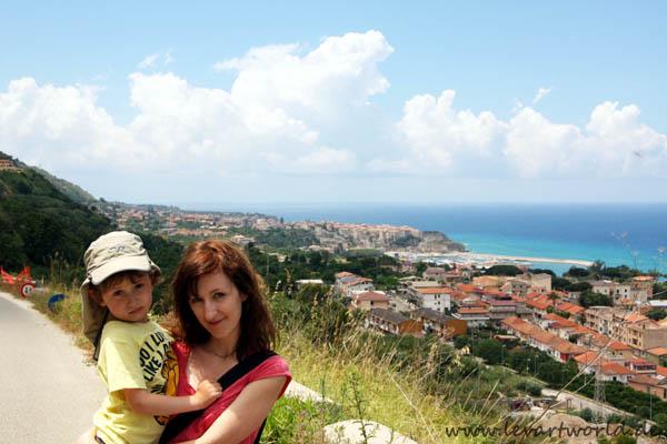 Kleinfamilie auf Reisen in Italien