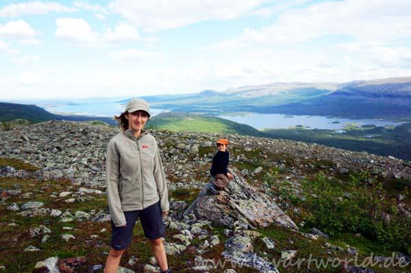 Wandern in Schweden - Alexandra mit ihrem Sohn