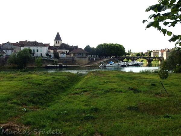 Blick auf Verdun-sur-Doubs, wo der Doubs in die Saône mündet.