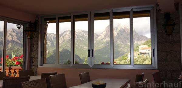 Grandiose Aussicht beim Frühstück
