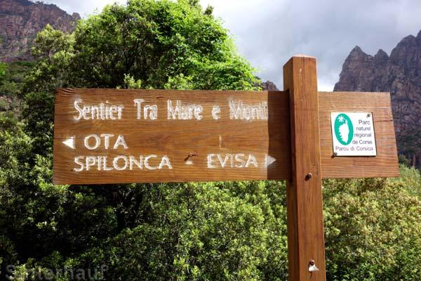 Wegweiser des Mare e Monti nach Evisa