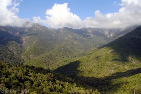 Schöne Ausblicke auf Korsikas Bergwelt