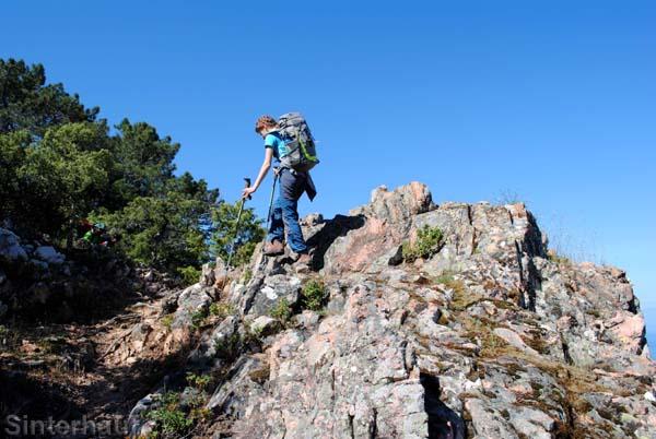 Über Felsen geht es bergauf