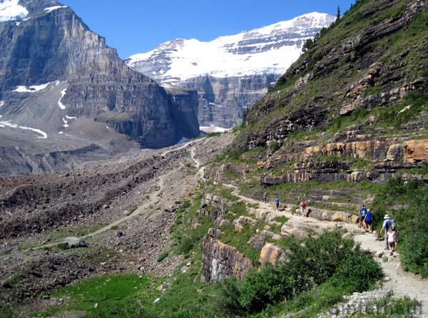 Der plain of six glaciers trail
