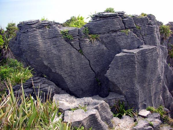Geschichtete und gepresste Kalksteinfelsen