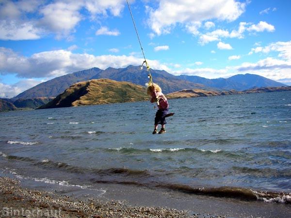 Tellerschaukel mit herrlichem Ausblick auf den See Wanaka