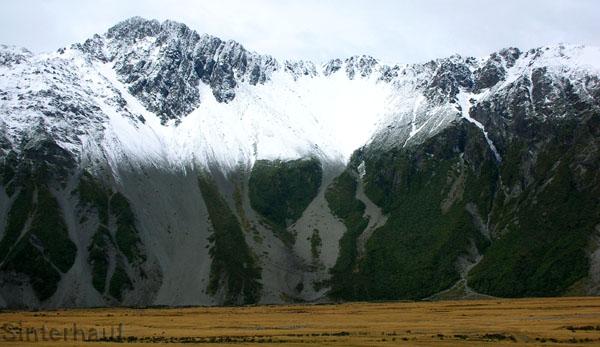 Es hat geschneit in Mount Cook Nationalpark