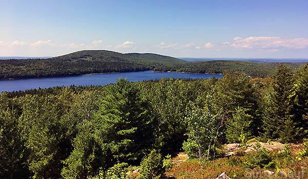 Waldreiche Ausblicke in Acadia