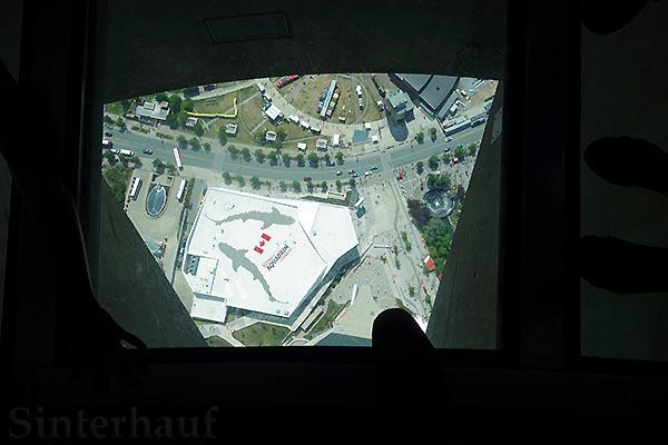 Glasboden im CN Tower