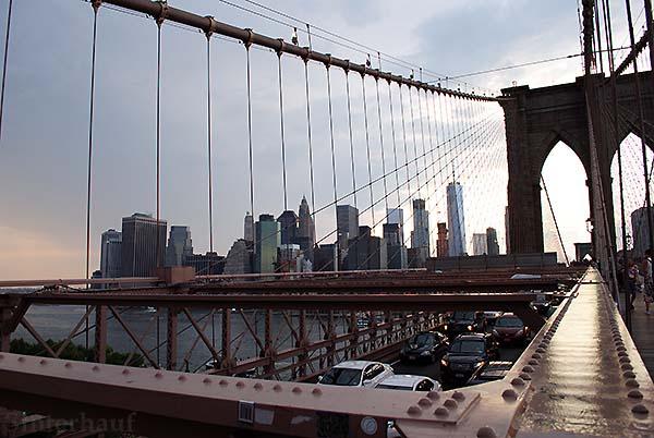Blick von der Brooklyn Bridge auf Manhattan
