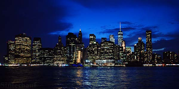 Blick auf Manhattan vom Brooklyn Bridge Park aus