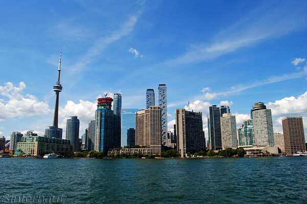 Blick auf Toronto von der Fähre aus