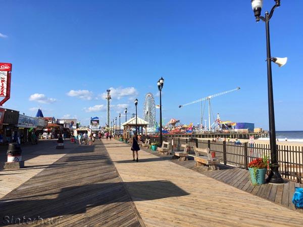 Eine der endlosen Strandpromenaden der Ostküste
