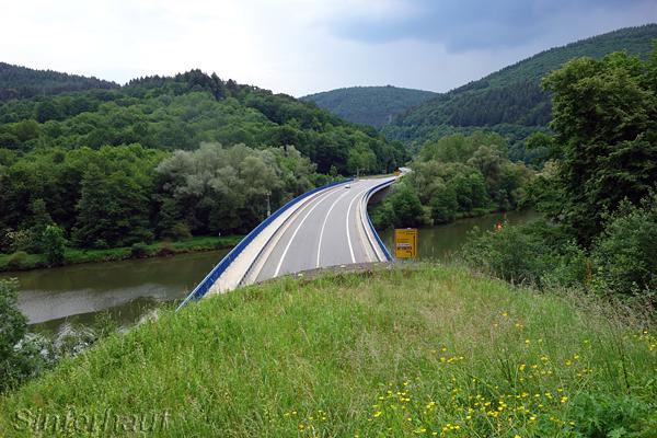 Tunnelüberquerung im schönen Neckartal