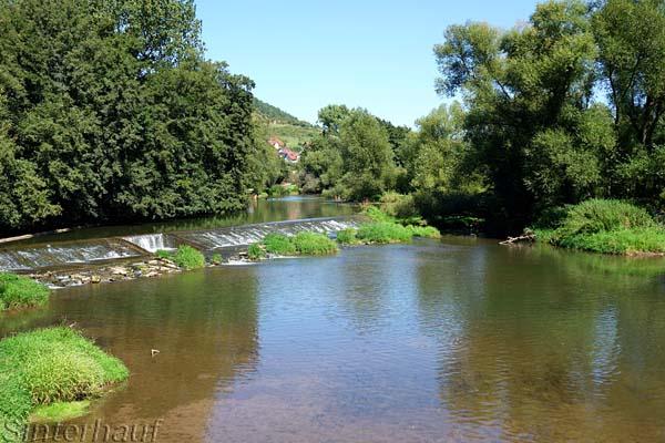 Die fränkische Saale ist ein ruhiges Gewässer