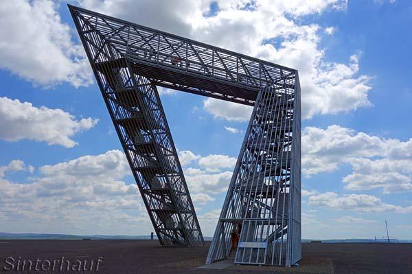 Futuristischer Aussichtsturm bei Saarlouis