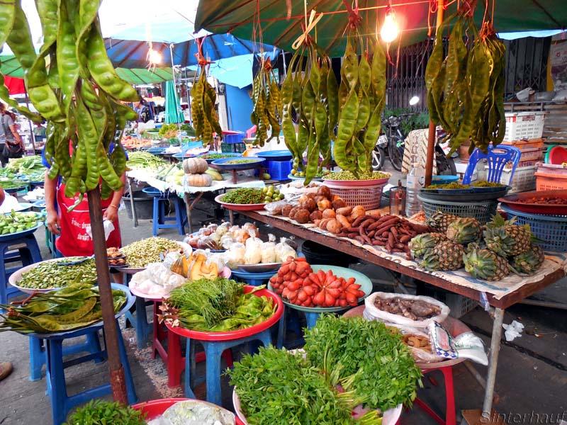 Buntes Gemüse auf dem Wochenmarkt